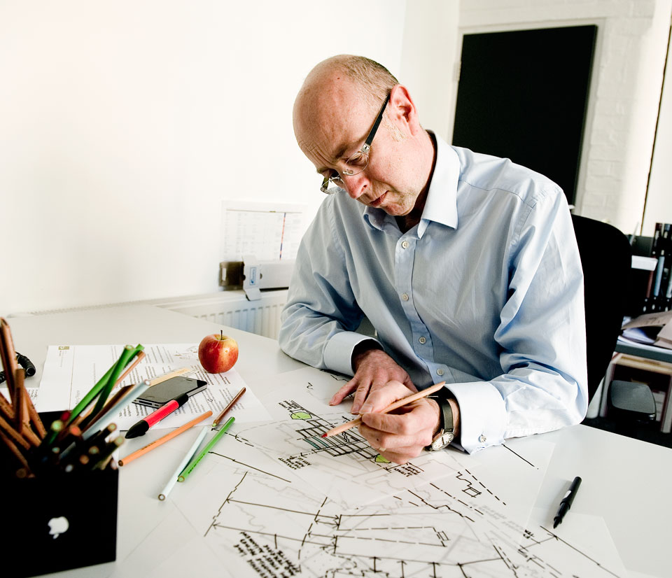 Picture of Roger FitzGerald sketching
